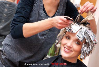 צבע לשיער אצל מעצבת שיער