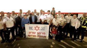 ראש העיר חריש יצחק קשת עם אנשי ומתנדבי מדא בחנוכת נקודת הזנקה קהילתי | צילום: דובר מדא